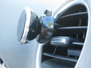 Mount clips onto air vent